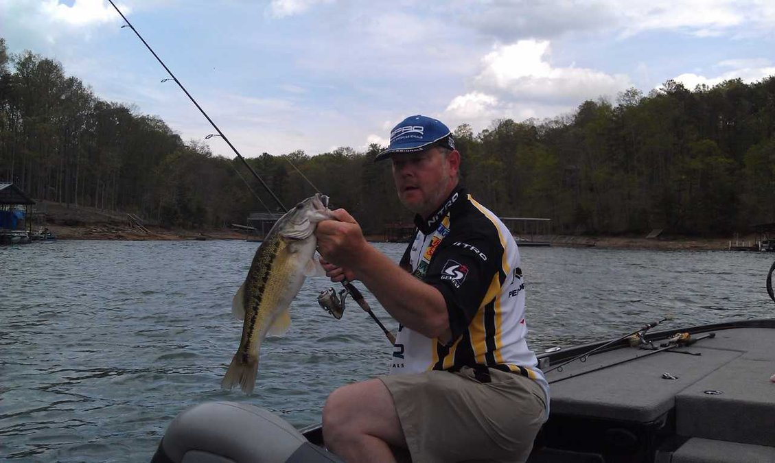 Lake lanier fishing report fall brings major changes for for Bass fishing times