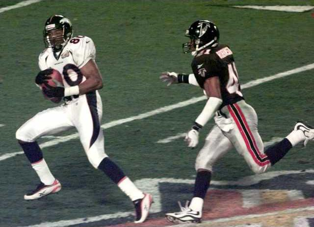 41347f23a Denver Broncos wide receiver Rod Smith (80) catches an 80-yard touchdown  pass from quarterback John Elway as Atlanta Falcons safety Eugene Robinson  (41) ...