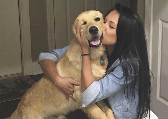 Image of: Comfort Taylor Fleming Hugs Her Emotional Support Dog Ryder Fleming 19yearold University Of North Georgia Student Suffers From Anxiety And Always Has Ryder Winstonsalem Journal Ung Student Finds Stability With Service Dog By Her Side