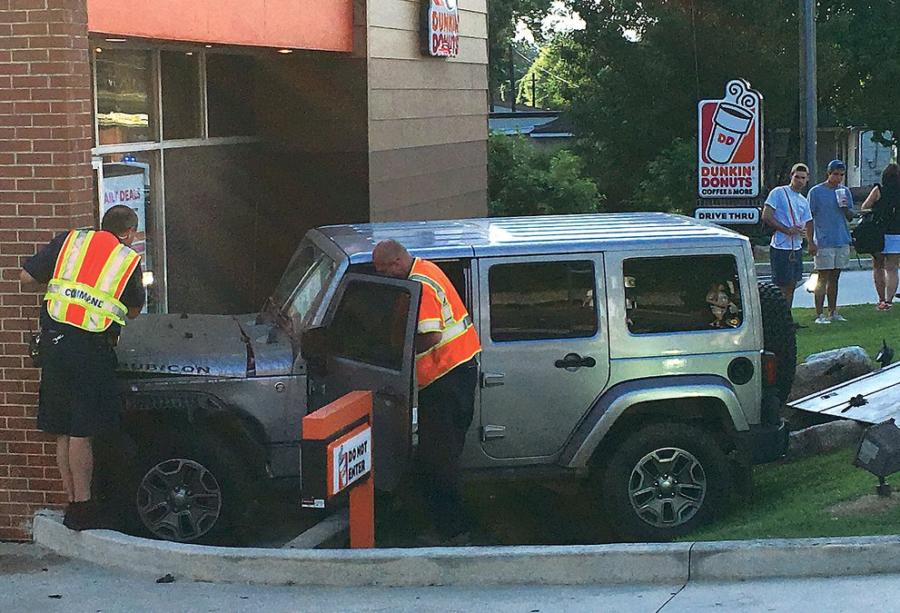 jeep crashes  dunkin donuts  thompson bridge road gainesville times